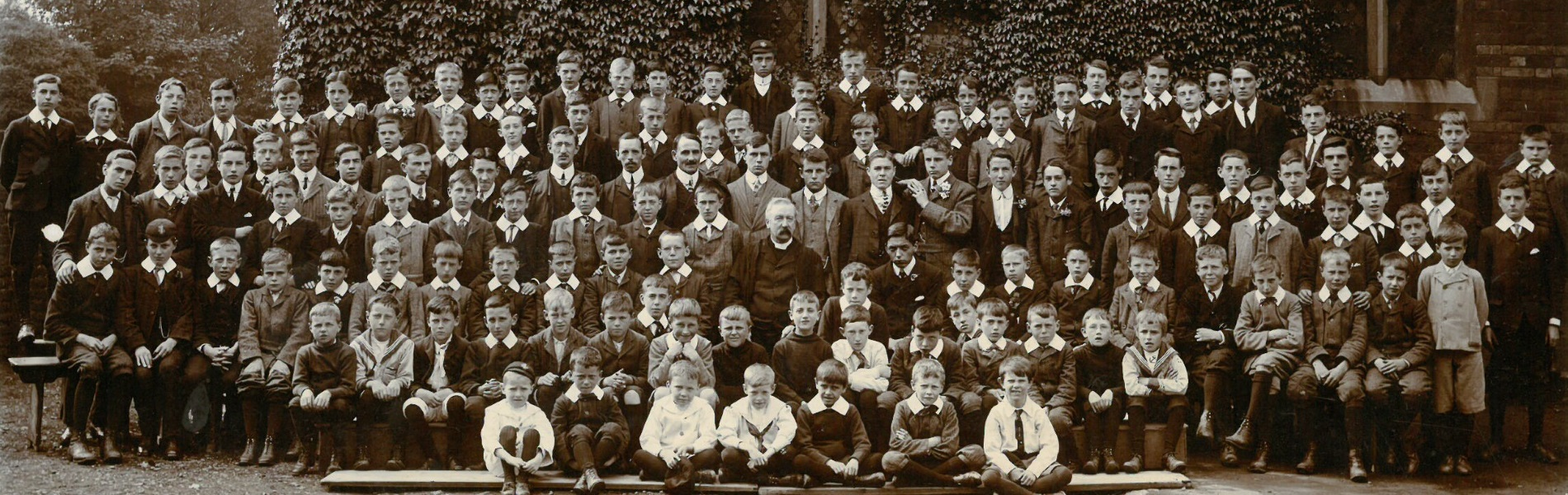 Headmaster Edwin Bean and the school, 1906
